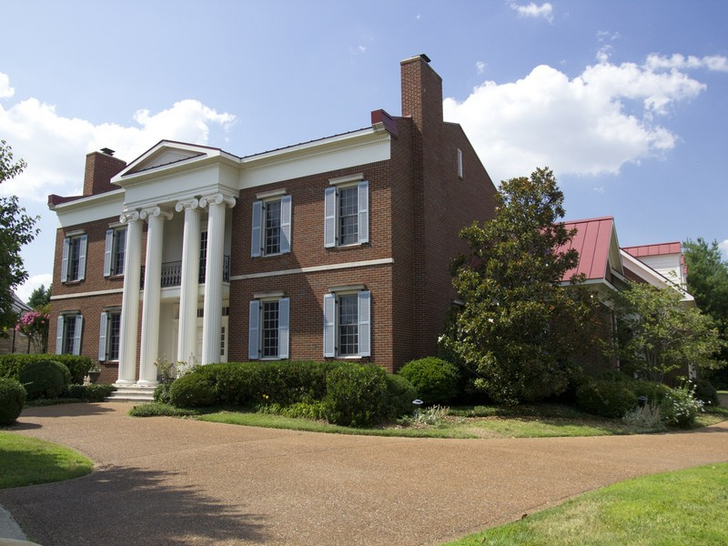 Video of nashville real estate gracious southern home for for Southern estate homes