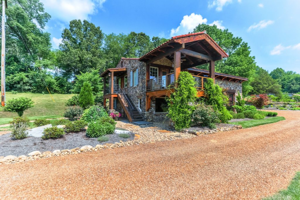 Video: Expansive Lakefront Property in Spring City, TN