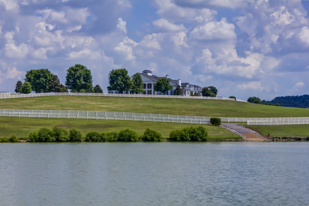 Luxurious Lakeside Homes for Sale in Middle Tennessee