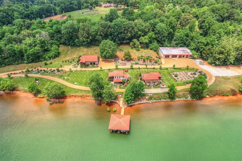 Waterfront Homes For Sale In Middle Tennessee